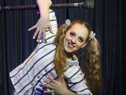 """Andrea Matousek, 17, studiert seit drei Jahren an der Staatlichen Artistenschule Berlin und wird ihre wunderbare Darbietung """"Dreaming"""" zeigen. © Kulturamt der Stadt Wiesbaden"""