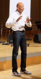 Systemischer Coach u.-Olympia-Medaillengewinner Edgar Itt begeisterte das  Publikum. © massow-picture