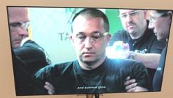 """Besonders schockierend ist das Video """"Gesang der Jünglinge"""" von Korpys/Löffler 2009, welches die Selbstversuche von Polizisten mit Elektroschocks auslösenden Taser-Waffen zeigt. Die ins Nervensystem gelangenen Schmerzsignale sind so stark, dass das menschliche Gehirn sie nicht verarbeiten kann, weswegen Getroffene in sekundenbruchteilen zu Boden gehen, jedoch nach Minuten wieder unversehrt aufstehen können. In den USA sind diese Waffen frei erhältlich, in Deutschland finden sie nur bei der Bayerischen Polizei Anwendung. Foto: Diether v. Goddenthow © massow-picture"""