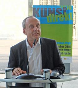 """Der Rheinland-Pfälzische Kultusminister Prof. Dr. Konrad Wolf eröffnet die Künstlermesse """"Kunst direkt"""" 2016 Foto: Diether v. Goddenthow © massow-picture"""