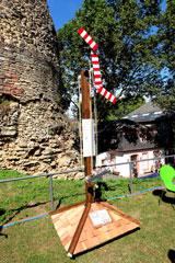 Der  vor dem Drususstein gezeigte Mast der optischen Telegrafie erinnert an einen Signalmast. © massow-picture