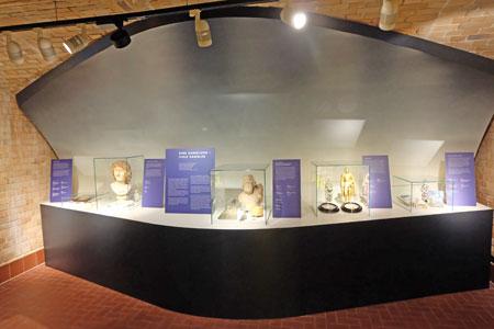 """Zum ersten Mal konnte die """"Schatzkammer"""" des Museums, Exponate aus der Sammlung Nassauer Altertümer, besichtigt werden. Foto: Diether v. Goddenthow © massow-picture"""