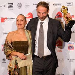 Caterina Lermer und Simon Stadler erhielten den Preis zum besten Dokumentarfilm. Foto: Diether v. Goddenthow © atelier-goddenthow