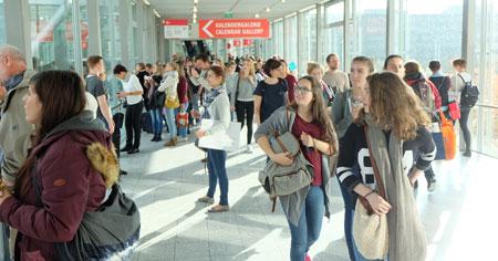 68. Frankfurter Buchmesse zog vor allem auch viele junge Besucher an. Foto: Diether v. Goddenthow © atelier-goddenthow