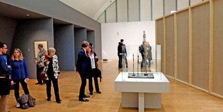 """Ausstellungansicht """"Giacometti & Nauman"""" in der Kunsthalle Schirn. Foto: Diether v. Goddenthow © atelier-goddenthow"""
