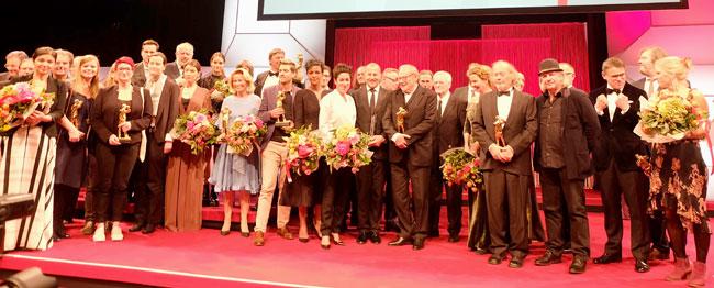 Die Preisträger, Laudatoren und Mitwirkenden des Hessischen Film- und Kino-Preises 2016 .Foto: Diether v. Goddenthow © atelier-goddenthow