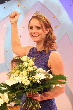 """""""So sehen Sieger aus ... Lena, du bist unsere neue Königin"""", sangen die Fans aus Mehring von der Mosel.  Foto: Diether v. Goddenthow © atelier-goddenthow"""