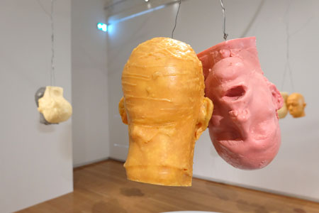 Bruce Nauman Ten Heads Circle/ In and Out, 1990 Kunstmuseum Wolfsburg,Foto: Diether v. Goddenthow © atelier-goddenthow