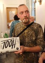 "Shortlist-Autor Philipp Winkler in lässiger ""Hool-Pose"" Foto: Diether v. Goddenthow © atelier-goddenthow"