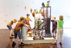 Die Bodenzaubermaschine, eine der vielen Mitmachstationen für Kinder. Foto: Varusschlacht im Osnabrücker Land — Museum und Park Kalkriese