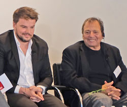 Architekt Bjarke Ingels (l.) mit Bauherrn Douglas Durst freuen sich  über ihren Preis. Foto: Diether v. Goddenthow © atelier-goddenthow