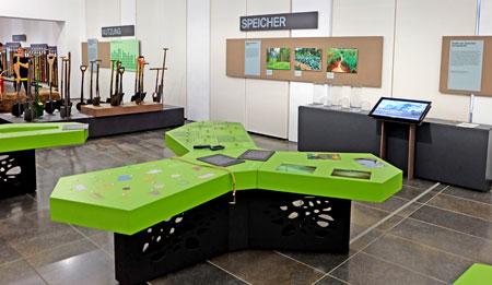 In der Mitmachausstellung für Kinder: 5 interaktive Stationen 1 riesige Ausgrabungsinsel 1 Bodenzaubermaschine 5 Böden, die spannende Geschichten erzählen. Foto: Diether v Goddenthow