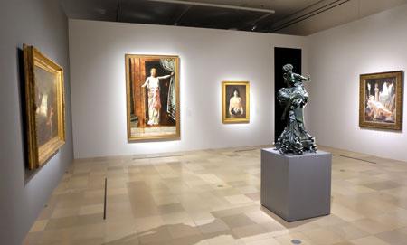 """Raum: """"Im Bann der sphinx""""  der Ausstellung """"Geschlechterkampf. Franz von Stuck bis Frida Kahlo"""" Foto: Diether v. Goddenthow"""