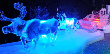 Über 12 Meter lang ist der von zwei Rentieren gezogenen Weihnachtsschlitten. Foto: Diether v. Goddenthow © atelier goddenthow