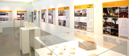"""Ausstelllungs-Ansicht """"DAM-Architektur-Preis 2017"""" Foto: Diether v. Goddenthow  © atelier-goddenthow"""