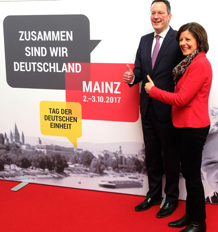 Ministerpräsidentin Malu Dreyer und Oberbürgermeister Ebling informierten heute über die zentralen Feierlichkeiten zum Tag der Deutschen Einheit am 2. und 3. Oktober 2017 in Mainz. Foto: Diether v. Goddenthow  © atelier-goddenthow