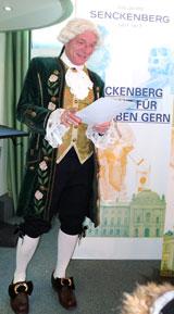 Höchstpersönlich erläuterte der von schweren Schicksalsschlägen geprüfte Johann Christian Senckenberg, wie er  in »Ermangelung ehelicher Leibes-Erben« sowie aus Liebe »zu meinem Vaterland« die Beweggründe, sein gesamtes Vermögen für »bessere Gesundheits-Pflege hiesiger Einwohner, und Versorgung der armen Kranken gerichtet« gestiftet hatte. Foto: Diether v. Goddenthow