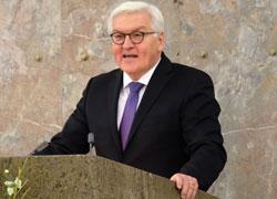 Bundesaußenminister Frank-Walter Steinmeier bei seiner Dankesrede. Foto: Diether v. Goddenthow  © atelier goddenthow
