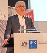 Wirschaftsminister Tarek Al-Wazir rief zu gemeinsamer Haltung und Verantwortung auf. Foto: Diether v. Goddenthow