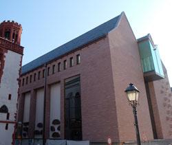 Das neue Ausstellungshaus des Historischen Stadtmuseums Frankfurt auf dem Römerberg. Das Frankfurt-Modell ist großen Giebelgeschoss untergebracht.  Foto: Diether v. Goddenthow