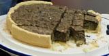 Premiere der Brennnessel-Tarte - sehr gesund und sehr lecker. Foto: Diether v. Goddenthow