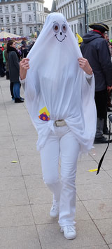 Die EU-Burka? Foto: Diether v. Goddenthow  © atelier-goddenthow