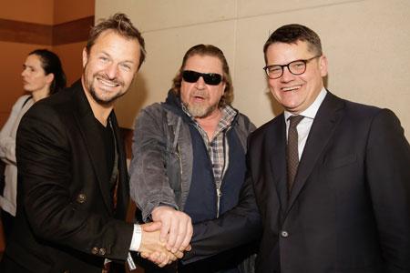 Kunst- und Kulturminister Boris Rhein (r) und die Schauspieler Armin Rohde (Mitte) und Philipp Hochmair. Foto: Markus Nass