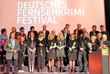 Abschluss-Gala des Deutschen FernsehKrimi-Festivals 2017 in der Caligari Filmbühne Wiesbaden, mit Preisträgern, Juroren, Festival-Team, Moderatorin und Kulturdezernentin Rose-Lore Scholz.  Foto: Diether v. Goddenthow
