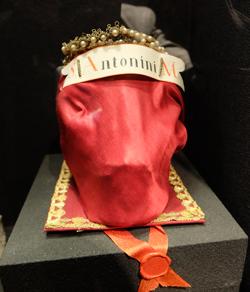 Kopfreliquie des hl. Antonius, 4. Jah. in Umhüllung des 19. Jh. Foto: Diether v. Goddenthow