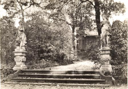 Leonhard Kleemann, Ehemaliger Holzmannscher Garten am Untermainkai, links die Skulptur der Diana, Fotografie, Frankfurt am Main 1932