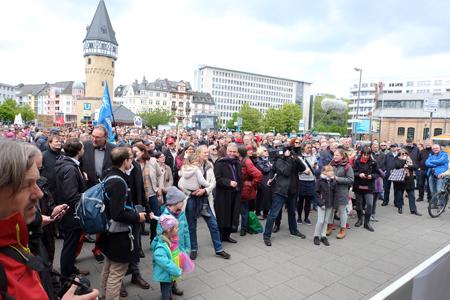 An der Bockenheimer Warte findet der erste Kundgebungsteil des March for Science Frankfurt statt.Foto: Diether v. Goddenthow