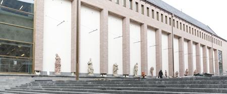 Treppe zum Museumsplatz mit Skulpturengalerie -® HMF Stefanie Kösling