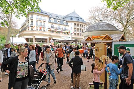 Eröffnung des 26. Kultursommers Rheinland-Pfalz, hier vor der Kulisse des Kurhotels auf der idyllischen Kurparkinsel. Foto: Diether v. Goddenthow © atelier-goddenthow