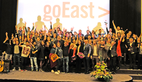 goEast Preisverleihung Preisträger, Juroren, GoEast-Team nach der Preisverleihung auf der Caligari Filmbühne Wiesbaden Foto: Diether v. Goddenthow