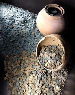 22.000 Bronzemünzen sowie der spektakuläre Schatzfund von Rülzheim.Foto:. Diether v. Goddenthow