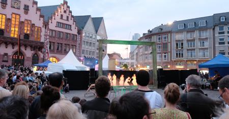 Stimmung am Römer mit Tanz-Performance Foto: Diether v. Goddenthow © atelier-goddenthow