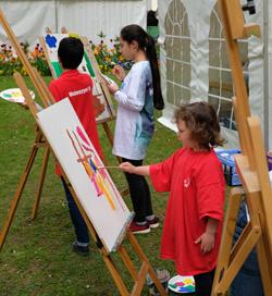 Malen und künstlerisches Ausprobieren. Foto: Diether v. Goddenthow © atelier-goddenthow