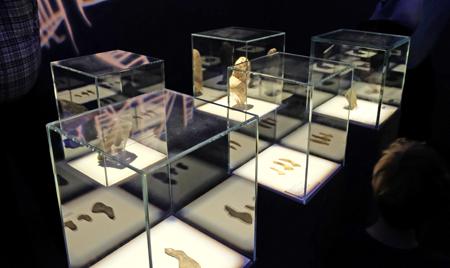 Altsteinzeitfunde - darunter zahlreiche Frauenfiguren. Foto:. Diether v. Goddenthow