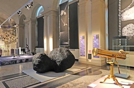 """Ausstellungsansicht """"Rosetta Europas Kometenjäger"""" vom 12.05. bis 08.10.2017 im Landesmuseum Darmstadt. Foto:. D. v. Goddenthow © atelier-goddenthow"""