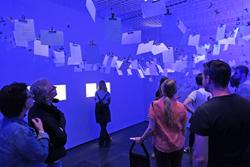 """Nach der Zeitreise """"vorZeiten"""" im Mainzer Landesmuseum konnten die Besucher aufschreiben und aufhängen, was sie verloren haben und Archäologen möglicherweise einmal finden werden. Foto: Diether v. Goddenthow"""