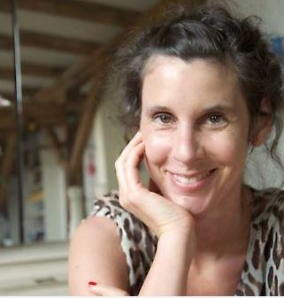 """Daniela Dröscher erhält die Auszeichnung für ihr Romanprojekt """"Alle, die mich kennen"""" über die Schwierigkeiten beim Erwachsenwerden. © Stefka Ammon"""