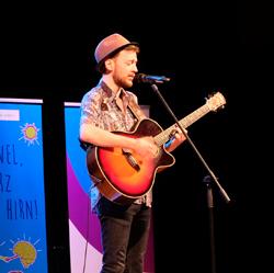 Mainzer Singer-Songwriter Sinu. Foto: Diether v. Goddenthow © atelier-goddenthow