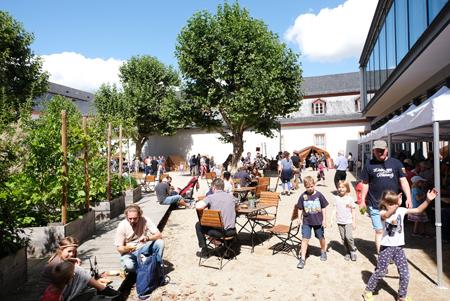 Idyllischer Innenhof im Landesmuseum Mainz Foto: Diether v. Goddenthow © atelier-goddenthow