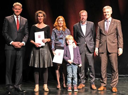 Michael Reckhard, Daniela Dröscher, Maike Wetzel mit Sohn, Hubert Spiegel und Manuel Lösel. Foto: Diether v. Goddenthow © atelier-goddenthow