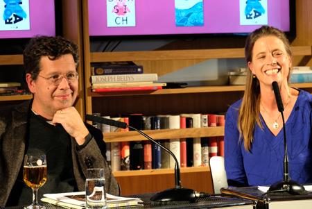 Autor Franzobel und FAZ-Feuilleton-Redakteurin Sandra Kegel. Foto: Diether v. Goddenthow