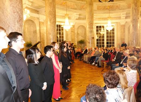 Gefeiert, die jungen Künstler der Musik-Akademie Wiesbaden beim Rotundenkonzert im Biebricher Schloss zum Abschluss des Tages des offenen Denkmals in Hessen.Foto: Diether v. Goddenthow