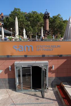 Eingang des Stadtmuseums im historischen Marktkeller unter dem Dernschen Gelände. Foto: Diether v. Goddenthow