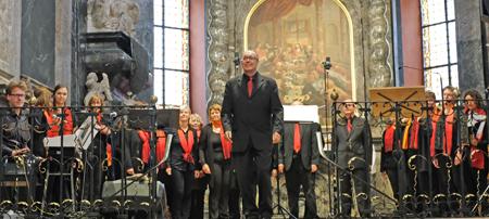 """Gospelchor """"Union Gospel Singers"""",  unter der Leitung von Karlheinz Theobald, bildete den mitreißenden krönenden musikalischen Abschluss. Foto: Diether v. Goddenthow"""