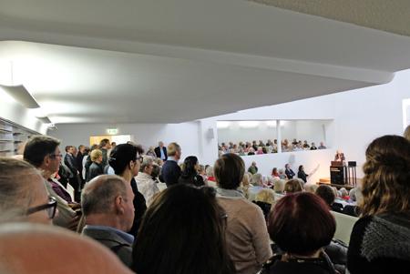 Großer Andrang herrschte nicht nur im völlig überfüllten Vortragssaal, sondern im gesamten Museum. Heinrich Kirchhoff, hätte sicherlich seine Freude gehabt. Foto: Diether v. Goddenthow