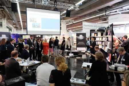 """Erster Deutscher eBook-Award auf der Bühne von """"Buchkunst"""". Foto: Diether v. Goddenthow"""